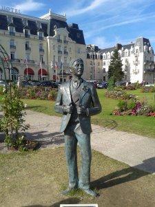 météo du jour - Page 17 289297-cabourg-la-statue-de-marcel-proust