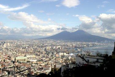 Panorama de Naples et du Vésuve. (© Picsofitalia.com)