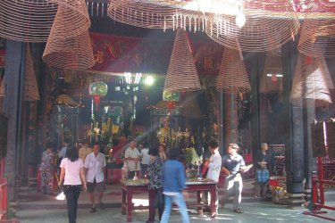 Intérieur de la pagode Nghia An Hoi Quan. (© Fabrice BRESSON)
