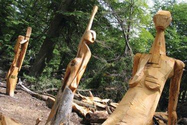 Sculptures en bois, el bosque tallado. (© Arnaud Bonnefoy)