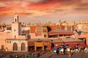 Place Jemaâ el-Fna au crépuscule. (© Narvikk - iStokphoto)