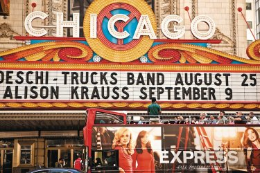 Tour bus devant le Chicago Theater (© Marilyn Nieves - iStockphoto.com)