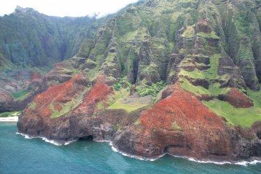 Survol en hélicoptère de la Na Pali Coast. (© Ludovic COSTE)