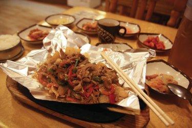 Plat coréen au restaurant Mama. (© Maxence Gorréguès)