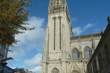 La cathédrale de Quimper vue des quais (© Fortuné PELLICANO)