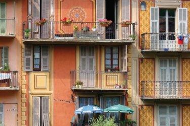 Façades colorées à Sospel. (© GENEVIÈVE MARX - FOTOLIA)