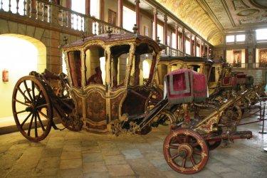 Carrosses exposés au Museu Nacional dos Coches (Musée national des carrosses). (© Stéphan SZEREMETA)