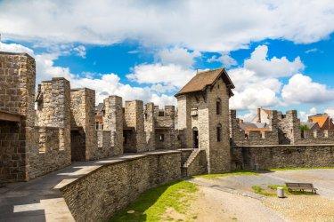 Les remparts du château de Gravensteen. (© S-F - Shutterstock.com)
