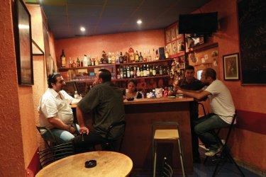 Bar Baromètre situé dans le quartier du Hamra (© Philippe GUERSAN - Author's Image)