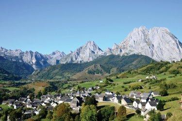 Vue générale de Lescun. (© CDT64-P.Gaillard)