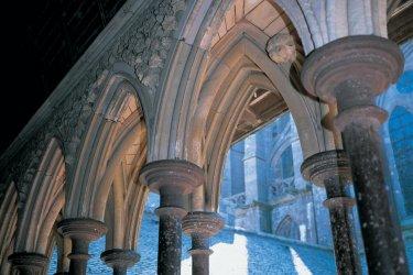 Arc brisé de l'abbaye (© TOM PEPEIRA - ICONOTEC)