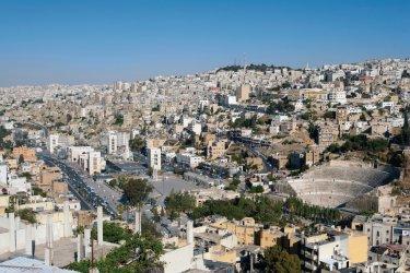 Vue sur la ville basse d'Amman et le théâtre romain de Marc Aurèle depuis la citadelle (Jebel Al-Qala'a). (© Irène ALASTRUEY - Author's Image)