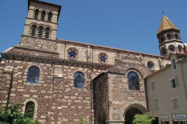 La basilique de Brioude (© Julien Leblay - Fotolia)
