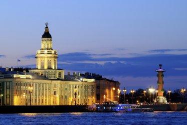 Saint-Pétersbourg : Saint-Pétersbourg de nuit.