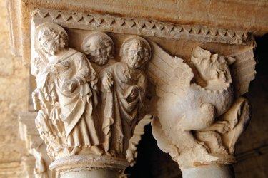 Détail d'un chapiteau du cloître de l'Abbaye de Montmajour, Arles. (© Nicolas Thibaut)