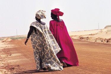 Deux femmes en boubou. (© Tom Pepeira - Iconotec)