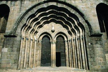 Portail de la collégiale Saint-Pierre (© Florent RECLUS - Author's Image)