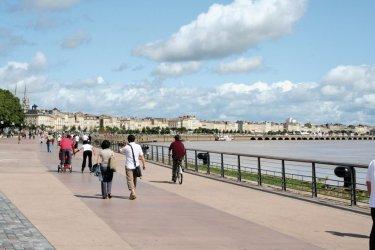 Promenade sur le quai des Chartrons - Bordeaux (© B. PICCOLI - Fotolia)