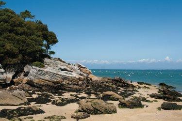 Côte rocheuse sur l'île de Noirmoutier (© OLIVIER GUERIN - FOTOLIA)