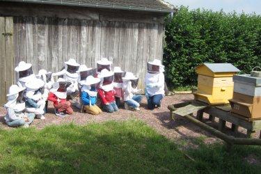Visite du rucher de la ferme-musée du Cotentin (© LA FERME MUSÉE DU COTENTIN)