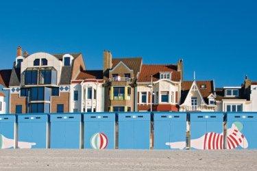 La plage de sable fin de Malo-les-Bains et ses cabines colorées (© Olivier LECLERCQ)