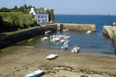Port Lay sur l'île de Groix. (© TERRE DE SIENNE - FOTOLIA)