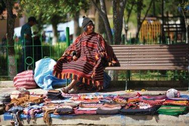 Les vendeurs d'artisanat et de textiles du marché de Tarabuco. (© Arnaud BONNEFOY)