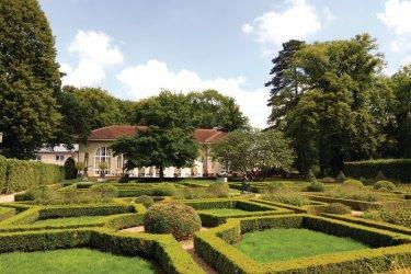 Parc thermal de Mondorf: jardin français menant à l'Orangerie. (© Philippe GUERSAN - Author's Image)