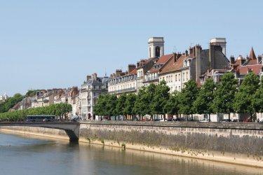 Les quais de Besançon (© @laurent - iStockphoto.com)