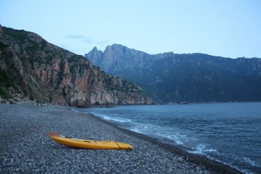 La plage de Bussaglia au coucher du soleil (© Xavier Bonnin)
