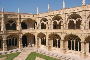 La cour intérieure du Monastère de Jérónimos. (© StukChocolat- iStockphoto)