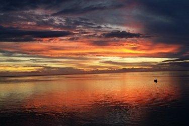 Sunset - Plage de Punaauia (© Laurent BOSCHERO)