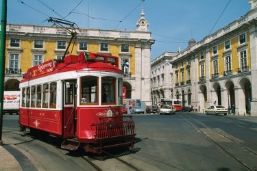 Lisbonne : Tramway dans les rues de Lisbonne.
