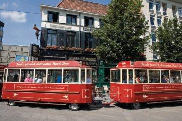 Petit train touristique sur la Groenplaats. (© Author's Image)