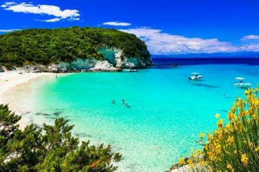 Les eaux turquoises d'Antipaxos. (© leoks - Shutterstock.com)