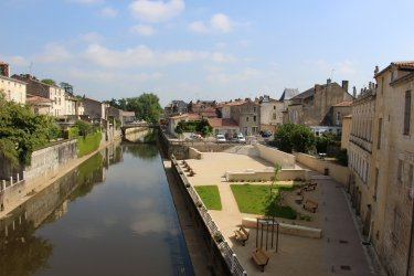 Canal de Fontenay-le-Comte. (© Linda CASTAGNIE)