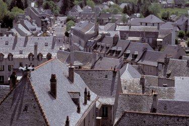 Les toits du village de Laguiole (© TOM PEPEIRA - ICONOTEC)