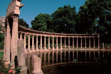 Dans le parc Monceau - Paris (© F. IREN & C. PINHEIRA - AUTHOR'S IMAGE)