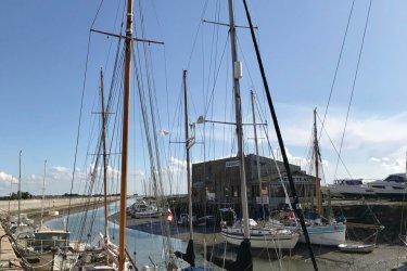 Voiliers dans le port de Noirmoutier. (© Linda CASTAGNIE)