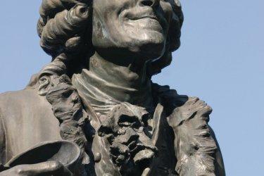 Statue de Voltaire à Ferney (© Pierre-Marie Philipp - Fotolia)