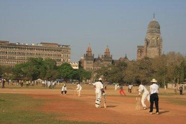Partie de cricket au Shivaji Park de Mumbai. (© Pascal Mannaerts - www.parcheminsdailleurs.com)