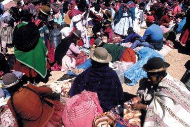 Marché lors de la fête de la Vierge d'Urkupiña à Quillacollo. (© Thierry Lauzun - Iconotec)