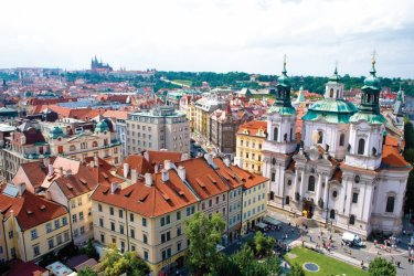 Prague : Place de la Vieille Ville, église Saint-Nicolas.