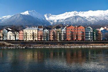 Vue sur les batiments colorés de Innsbruck. (© Gim42 - iStockphoto)