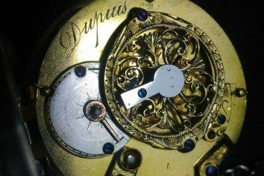 Mouvement de montre d'un horloger de Loches au 19ème siècle, en cours de restauration. (© ATELIER D'HORLOGERIE - VASSORT & JOUBERT)