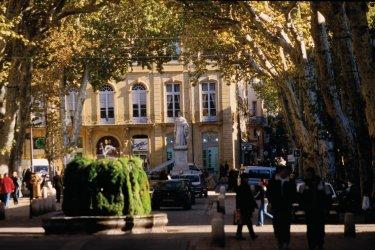 Le Cours Mirabeau - Aix-en-Provence. (© VINCENT FORMICA)