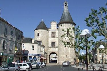 La Porte de l'Horloge à Issoudun. (© Laëtitia STEIMETZ)