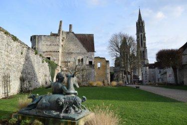 Le Parc du Château royal offre un très bel aperçu de Senlis. (© Catherine FAUCHEUX)