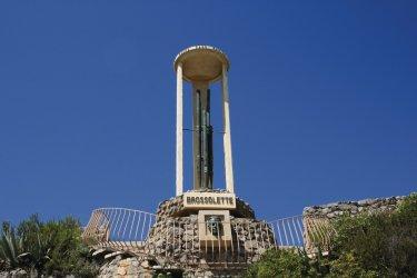 Monument dédié à Pierre Brossolette à Saint-Pierre-la-Mer (© SFG - Fotolia)