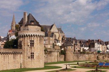 La tour du Connétable du XV<sup>e</sup> siècle, intégrée à l'enceinte de la vieille ville. (© Irène Alastruey - Author's Image)